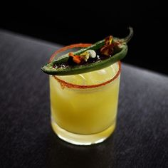 Todays #margaritaoftheday is from @grantequilas #replanoly . @spiritedla Just in case I havent convinced you to check out @rasa_indian yet hopefully this will do the trick. Gorgeously garnished spicy as hell and the perfect companion to Rasas excellent contemporary Indian food. Im glad this spot is decently far away or my January diet would be doomed.  Quireda Tequila reposado mezcal green apple lime cayenne salt caramelized jalapeño.  #spiritedla  Double Tap  Me Gusta! TAP BIO for More… Tipsy Bartender, Indian Food Recipes, Ethnic Recipes, Fun Drinks, Tequila, Margarita, Just In Case, Caramel