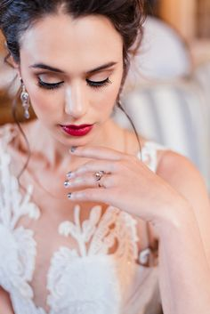 Mermaid style wedding dress with lace detailed top bold makeup Makeup Photography, Bridal Shoot, Timeless Elegance, Floral Style, Flower Dresses, Beauty Trends, Hair Jewelry, Beautiful Bride, Old World