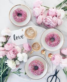 Flatlay coffee and flowers Latte Art, Pink Love, Pretty In Pink, Hot Pink, Photo Pour Instagram, Instagram Tips, Flat Lay Photography, Coffee Photography, Photography Ideas