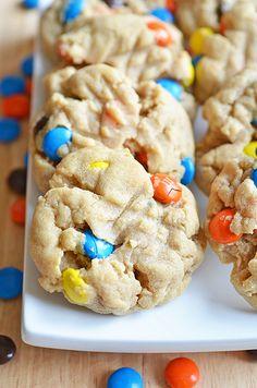 peanut butter m & m cookies Peanut Butter M&ms, Cookie Recipes, Dessert Recipes, Bar Recipes, Delicious Desserts, Yummy Food, Yummy Yummy, Delish, Al Dente