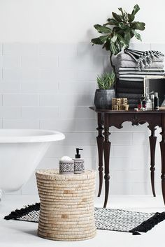 Update your bathroom with soft towels, plush bathroom rugs and shower curtains for spa-like, everyday luxury! | H&M Home