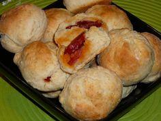 Receitas práticas de culinária: Pãezinhos Rápidos com Chouriço Hot Dog Buns, Picnic, Muffin, Good Food, Brunch, Bread, Cheese, Cooking, Breakfast