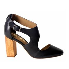 The Jude Heel gracefully curves around the foot in the most flattering of ways…