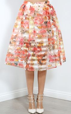 Floral Pleated Skirt, Midi Skirt, Make Me Chic, Fashion Outfits, Womens Fashion, Feminine, Clothes For Women, My Style, Mesh
