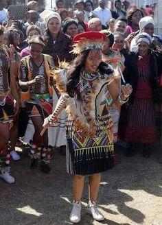 The proudly Zulu bride. Loving the attire. Zulu Traditional Wedding Dresses, Zulu Traditional Attire, South African Traditional Dresses, Traditional Outfits, Traditional Weddings, African Wedding Attire, African Attire, African Wear, African Style
