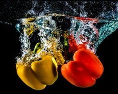 Papéis de parede Pepper Água Dois Vermelho Amarelo Fundo preto Alimentos