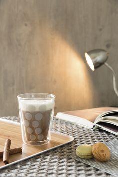 Serveren in stijl? De ZakDesigns Osmos producten hebben een luxe uitstraling door de houten print. De collectie bestaat onder andere uit dienbladen, onderzetters en serveerplateaus. Met de producten uit de ZakDesigns maak je van elke gelegenheid een feestje! High Tea, Tableware, Design, Lush, Wood Print, Coaster, Products, Tea, Tea Time