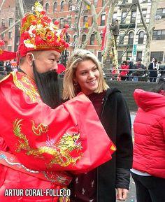 CAI SHEN YE - CELEBRACION DEL AÑO NUEVO LUNAR CHINO 2018, EN CHINATOWN, NEW YORK, AÑO DEL PERRO. FOTO POR ARTUR CORAL-FOLLECO (16 FEB 2018) -- .. Caishen o Cai Shen (chino tradicional: 財神, chino simplificado: 财神, literalmente «Dios de la Riqueza») es el dios chino de la prosperidad adorado en la religión tradicional china y en el Taoísmo.