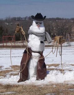 Snowman in Texas.it just has to snow first. Western Christmas, Country Christmas, Christmas Snowman, Merry Christmas, Funny Christmas, Westerns, Snow Sculptures, Into The West, Snow Art
