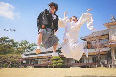 規定外のジャンプ笑  衣装チェンジ前に 思いっきり飛ぶっっ  これで白無垢おしまい  まさか和装で こんなに飛ぶなんて  あとちょいで フレームアウトするとこだった笑   さぁ次は色打掛  #プレ花嫁 #日本中のプレ花嫁さんと繋がりたい #結婚式準備 #ドレス試着 #前撮り#ウェディングフォト#ロケーションフォト#ウェディングドレス #和装前撮り #白無垢#和装#色打掛#和装ヘア