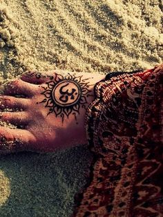 Check out Attractive om tattoo or other om foot tattoo designs that will blow your mind, tattoo ideas that will be your next inspiration. Yoga Tattoos, Bild Tattoos, Sun Tattoos, Body Art Tattoos, Henna Tattoos, Bright Tattoos, Indian Tattoos, Tattoo Art, Sun Tattoo Designs