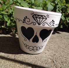 The younger sibling to the gilded prince, the princess sugar skull flower pot is a simpler design. This terra cotta pot has black hand painted details on a white background. Flower Pot Art, Clay Flower Pots, Flower Pot Crafts, Clay Pots, Flower Pot People, Clay Pot People, Clay Pot Projects, Clay Pot Crafts, Painted Plant Pots