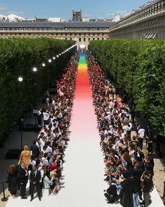 "5da3b2e30a49 ... on Instagram  ""Louis Vuitton Men SS19 . Produced by   la mode en images official .  LouisVuittonMenSS19  pfw  SS19   mensfashionshow  virgilabloh  BBNG"""