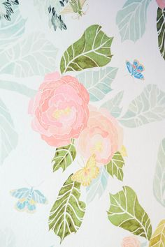 Obsessing over this wallpaper: http://www.stylemepretty.com/living/2015/01/26/the-college-prepster-home-tour/   Photography: Cynthia Chung - http://www.cynthiachungweddings.com/
