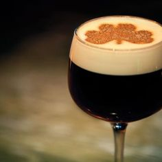 Irish Coffee, the recipe ! http://www.rdvartsculinaires.com/la-recette-du-jeudi-lirish-coffee/ (c) DR
