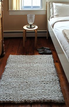 Quick and easy hand knit rug (free pattern)