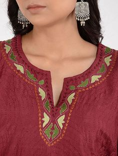 Embroidery On Kurtis, Hand Embroidery Dress, Kurti Embroidery Design, Embroidery Neck Designs, Floral Embroidery Patterns, Embroidery On Clothes, Indian Embroidery, Neck Designs For Suits, Neckline Designs