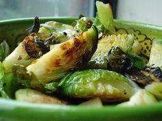 Печеная брюссельская капуста с чесноком