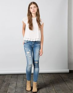 Bershka united kingdom pantalones, jeans rotos in 2019 fashion outfits, dre Adrette Outfits, Casual Outfits For Teens, Cute Outfits With Jeans, Teenage Girl Outfits, Cute Girl Outfits, Kids Outfits Girls, Preppy Outfits, Fashion Outfits, Casual Chic