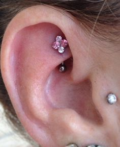 Rook Piercing Information and Inspiration Guide with 21 stunning rook piercing images. Information on rook piercing pain, healing, price, cleaning & care. Small Nose Piercing, Rook Piercing Jewelry, Ear Piercings Rook, Ears Piercing, Irezumi Tattoos, Tragus, Crystal Earrings, Stud Earrings, Simple Earrings
