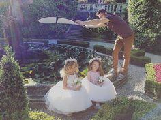 lovely flower girls���� 来月の撮影企画中にスローバック…...... 1st collectionのビジュアル撮影は����コモ湖。あぁまた行きたい…✨ #throwback #shooting #weddingdress #naturalwedding #flowergirl #italy #sposa #designer #フラワーガール #ウェディングドレス #ガーデンウェディング #ウェディングドレスショップ  #ウェディングドレス試着  #プレ花嫁 #結婚式準備 http://gelinshop.com/ipost/1519319096621386269/?code=BUVtKsulcod