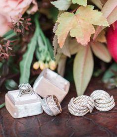 Wedding jewelry idea; Photo: Carlie Statsky Photography