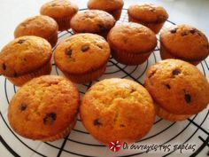 Muffins με μπανάνα και σοκολάτα Cupcake Recipes, Cupcake Cakes, Cup Cakes, Macarons, Muffins, Cheesecake Cupcakes, Cookie Frosting, Tasty, Yummy Food