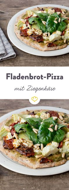 Flatbread pizza with goat& cheese and pesto Burger Recipes, Pizza Recipes, Grilling Recipes, Vegetarian Recipes, Healthy Recipes, Delicious Dinner Recipes, Yummy Food, Quiche, Flatbread Pizza