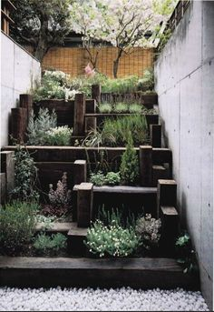 Small city garden: using railway sleepers as steps (railwaysleeper.com)
