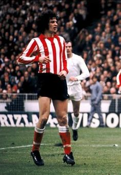 Richie Pitt of Sunderland in action against Leeds Utd in the 1973 FA Cup Final. Sunderland Football, Sunderland Afc, Fa Cup Final, Home Team, Soccer Players, Leeds, Rugby, Finals, The Past