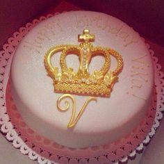 queen crown birthday cake cake patisserie food Pinterest