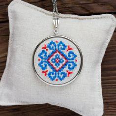 Cruz puntada collar azul y rojo bordado étnico n007