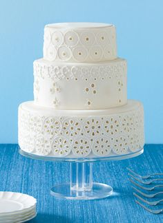 An eyelet-inspired design gives this wedding cake character. The feminine fabric adds an edge to any type of frosting.