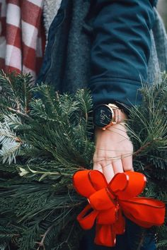Just a few more days left of Christmas shopping. Buy her a Q Wander rose gold smartwatch; she'll love it. via @ rachellaurenlucy