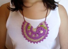 Original #collar #babero de #crochet color morado creado por DIDIcrochet en Etsy, €14.00