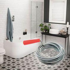 Használata igazán egyszerű: tedd a csőgörény végét a lefolyóba, lassan told előre, és közben tekerd folyamatosan a hajtókart. A végére felakad a dugulást okozó szennyeződés, így egy mozdulattal elháríthatod a problémát. Bathtub, Bathroom, Standing Bath, Washroom, Bathtubs, Bath Tube, Full Bath, Bath, Bathrooms