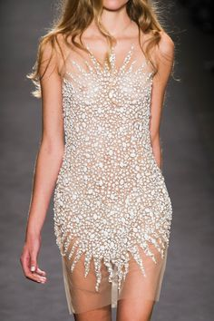 Naeem Khan at New York Spring 2015 (Details) YaseminAksu