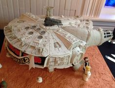 Millennium Falcon wedding cake.