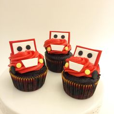 Lighting McQueen cupcakes Disney Cars Cupcakes, Disney Cars Party, Car Party, 3rd Birthday Cakes, Cars Birthday Parties, Birthday Ideas, Lighting Mcqueen Cake, Blaze And The Monster Machines Party, Themed Cupcakes
