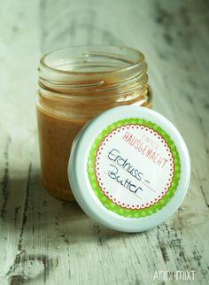 Heute habe ich euch ein schnelles Rezept für Erdnussbutter. Ich liebe Erdnüsse, sie sind so wahnsinnig vielseitig.