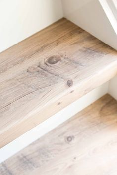 Pine trees are coniferous trees that can live for up to 100 years. Pine Stair Treads, Stair Railing, Wood Stairs, House Stairs, Small Space Interior Design, Home Interior Design, Stair Renovation, Staircase Makeover, Lake Decor