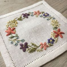 Wonderful Ribbon Embroidery Flowers by Hand Ideas. Enchanting Ribbon Embroidery Flowers by Hand Ideas. Brazilian Embroidery Stitches, Types Of Embroidery, Learn Embroidery, Embroidery Needles, Silk Ribbon Embroidery, Crewel Embroidery, Cross Stitch Embroidery, Embroidery Scissors, Embroidery Designs