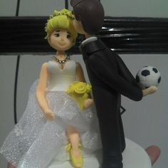 Crio Topo de Bolo para casamento em biscuit todo modelado a mão e de acordo com pedido, cor, vestido, faça seu orçamento da maneira que desejar.