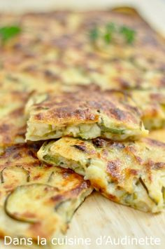 Scarpaccia de courgette au parmesan - Dans la cuisine d'Audinette Parmesan Crusted Tilapia, Cooking Recipes, Healthy Recipes, Fast Recipes, Street Food, I Foods, Entrees, Meal Prep, Food And Drink