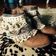 New Style Boho Hippie Boots Ideas Boho Hippie, Hippie Boots, Gypsy Boots, Bohemian Boots, Hippie Style, Botas Boho, Botas Western, Festival Boots, Over Boots