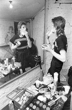 Bowie making up for Ziggy Stardust show backstage at Lewisham, London, 22 may ©️Roger Bamber Bowie Ziggy Stardust, David Bowie Ziggy, Ziggy Played Guitar, Bowie Starman, The Thin White Duke, Pretty Star, Sound & Vision, David Jones, Your Music