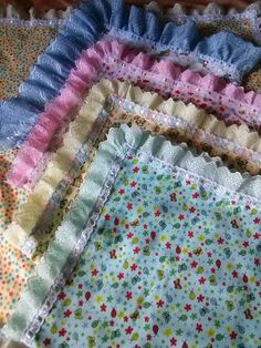 manta flanelada 70x70 cm várias estampas Crochet Quilt, Baby Blanket Crochet, New Baby Crafts, Diy Crafts, Kids Nap Mats, Baby Receiving Blankets, Baby Deco, Pillow Crafts, Baby Sewing Projects