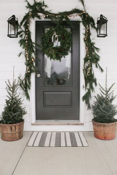 6 Winter Decor Ideas for Refreshing Your Home This Season Decoration Christmas, Christmas Porch, Outdoor Christmas, Xmas Decorations, Winter Christmas, Christmas Lights, Holiday Decor, Christmas Front Porch Decorations, Christmas Ideas