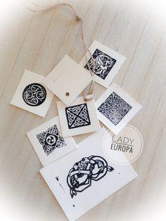 #etiquette#cadeau#present #plaisir#offrir#joiedoffrir#celt#celtic #celticknot#breizh#celticart#bretagne #pagan#paganism#wiccan#artbreton #faitmaison#faitmain#handcraft#knot #vikingart#france#strasbourg#ink#papier #encre#tampon#stamp