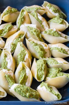 Fabulous Avocado Pesto Stuffed Shells Recipe with creamy ricotta and zesty avocado pesto filling. Avocado Recipes, Veggie Recipes, Crockpot Recipes, Great Recipes, Vegetarian Recipes, Cooking Recipes, Healthy Recipes, I Love Food, Good Food
